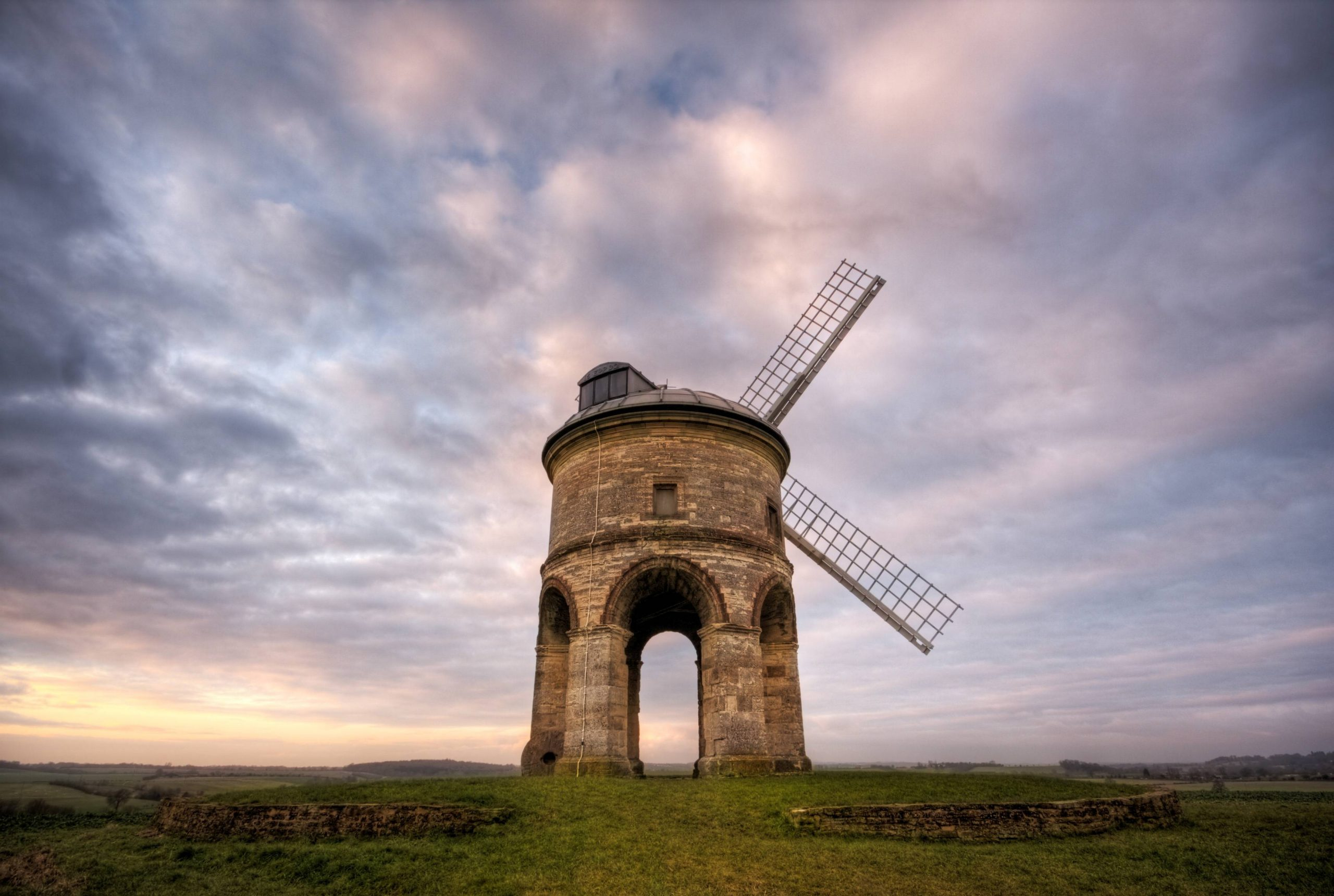The Chesterton Windmill. Image courtesy https://www.ourwarwickshire.org.uk/.